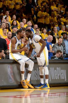 Kevin Durant and Draymond Green of the Golden State Warriors talk in Game  Five of the 7e419ff9d