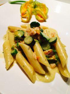 smoked salmon and zucchini flower pasta, quick and savoury