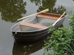 Barque de peche en aluminium soudée, la coque est à fond plat. Barque La Maltiere stable et légère. Il s'agit de barque de pêche. barque alu, barque peche, barque aluminium, barque a fond-plat, barque-occasion, barque-stable, barque-fond-plat, barques-de-peche, bateau-aluminium, pêche, bateau, fabrication, peche, rame, canot, barque legere, peche, loisirs, barque-aluminium,annexe, barque de peche en aluminium soudee en fine epaisseur - Barque aluminium - Barque de peche