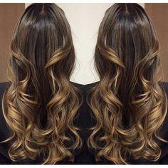 Que cabelo castanho super iluminado que o @mallonyfarias, do @lesaloncabeleireiros, fez! Aqui, ...