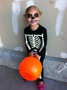 ryan + michelle + ellie Halloween Skeleton Makeup, Halloween Makeup For Kids, Skeleton Halloween Costume, Halloween Kostüm, Vintage Halloween, Diy Girls Costumes, Toddler Boy Halloween Costumes, Costume Ideas, Halloween Disfraces