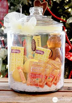 "Unique Gift Ideas For An Amazing ""Gift In A Jar"" Gifts In A Jar - Get Well Soon! Also has cookie and ice cream gift ideas I love!Gifts In A Jar - Get Well Soon! Also has cookie and ice cream gift ideas I love! Food Gifts, Craft Gifts, Diy Gifts, Creative Gifts, Unique Gifts, Best Gifts, Creative Ideas, Diy Christmas Gifts, Holiday Gifts"