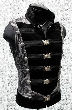 Top Gothic Fashion Tips To Keep You In Style. As trends change, and you age, be willing to alter your style so that you can always look your best. Consistently using good gothic fashion sense can help Moda Steampunk, Steampunk Clothing, Steampunk Fashion, Gothic Fashion, Mens Fashion, Gothic Clothing, Gothic Jewelry, Men's Clothing, Hipster Noir