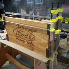 Pegado final de mesa Taller Ford T Patagonia, Ford, Interior Exterior, Toy Chest, Storage Chest, 1, Instagram Posts, Furniture, Home Decor