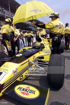 Scott Goodyear of the US is shaded by a crew member as he sits in his car 30 May 1999 before the start of the running of the Indianapolis 500 at Indianapolis Motor Speedway in Indianapolis, IN. Indy 500 Winner, Indianapolis Motor Speedway, F1 Racing, Indy Cars, Formula One, Champs, Grand Prix, Race Cars, Indie
