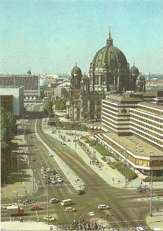 berlin, hauptstadt der ddr - Berliner Dom mit Palasthotel und Palast der Republik