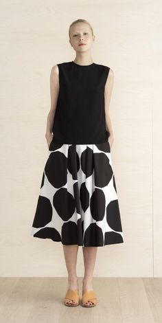 Eimi skirt - Marimekko clothes - Summer 2016 - Kiveys poplin collection - cotton, + lining viscose, polyester - Pockets on both sides. Chic Outfits, Fashion Outfits, Womens Fashion, Dress Fashion, Fashion Clothes, Marimekko Dress, Looks Style, My Style, Skirt Patterns Sewing