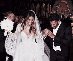 July 2016 Singer Ciara wed American football player Russell Wilson at Peckforton Castle in Cheshire. She wore a custom-made gown by Peter Dundas creative director of Roberto Cavalli. Celebrity Wedding Hair, Celebrity Dresses, Celebrity Weddings, Ciara And Russell Wilson, Natural Wedding Hairstyles, Chica Cool, Most Beautiful Wedding Dresses, Poppy Delevingne, Wedding Hair Inspiration