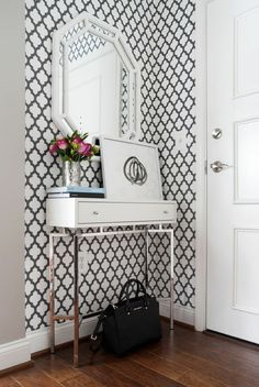 Modern entry foyer entry contemporary with small entrance modern white lacquer console design by jws interiors Almirah Designs, Entry Foyer, Entryway Decor, Wall Decor, Entryway Ideas, Entryway Bench, Halls Pequenos, White Entry Table, Table Console Blanche