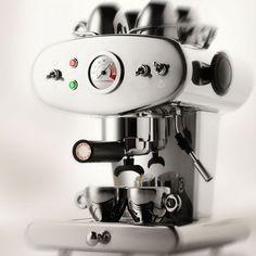 Coup de cœur de la rédac: la machine à expresso X1 de Illy