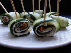 Komkommerrolletjes met roomkaas en kipfilet - RECEPT - Burgertrutjes Oreo Fudge, Tapas, High Tea, Sushi, Bbq, Food And Drink, Healthy Recipes, Healthy Food, Keto