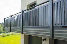 """Wir haben wieder eine tolle Balkonidee für euch! Unser Modell des Monats  """"Kitzbühel"""" gibt es nämlich auch in coolem Grau. Der Modefarbe 2020 für Balkongeländer.   #guardi #balkonidee #aluminium #alugeländer #balkonausaluminium #preiswert #pflegeleicht Balcony Railing Design, Glass Railing, Tor Design, Gate Design, Decorative Metal Screen, Modern Fence Design, Iron Balcony, Grill Design, Aluminium"""