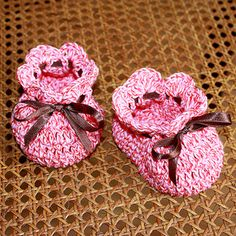 I think this is the easiest of all my patterns. Perfect for beginners. It is so easy and so quickly to make such cute baby booties.