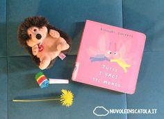 Un libro pieno di coccole, di versi, di curiosità, per sbaciucchiare e far divertire i più piccoli.