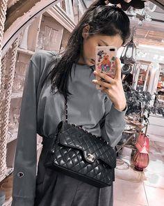 Best Instagram Posts, Park Chaeyoung, Blackpink Jennie, Chanel Boy Bag, Korean Singer, Fashion Backpack, Rapper, Shoulder Bag, Bags