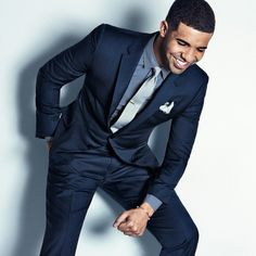 Drake with a navy suit navy patterned button up shirt silver silk tie tie clip silver silk pocket square Sharp Dressed Man, Well Dressed Men, What To Wear Today, How To Wear, Patterned Button Up Shirts, Professional Outfits, Vogue, Suit And Tie, Gentleman Style