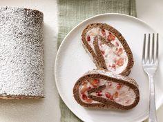Wir sind völlig von der Rolle. Erdbeer-Tiramisu-Rolle - mit Espresso - smarter - Kalorien: 190 Kcal - Zeit: 45 Min. | eatsmarter.de