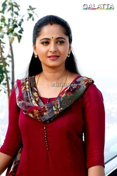 Anushka Shetty is an Indian actress and model. She is the popular actress of South Indian cinema. She worked in many super hit films like Bahubali and many more. Beautiful Girl Indian, Most Beautiful Indian Actress, Beautiful Saree, Beautiful Women, Beautiful Fairies, Beautiful Gorgeous, Indian Actress Hot Pics, Indian Actresses, Actress Pics