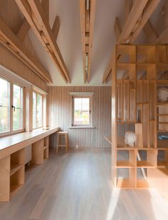ruetemple transforms garage in moscow into a studio for an architecture student Architecture Student, Interior Architecture, Interior And Exterior, Interior Modern, Workshop Studio, Workshop Design, Wood Workshop, Ideas Cabaña, Dream Studio