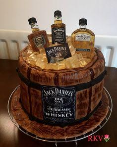 51 Ideas happy birthday cake for men jack daniels 2020 Festa Jack Daniels, Jack Daniels Cake, Jack Daniels Birthday, Happy Birthday To Him, Birthday Cakes For Men, Liquor Cake, Cake For Boyfriend, Halloween Wedding Cakes, Birthday Cake Decorating