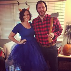 Paul Bunyan and Babe the Blue Ox. Easy Diy Couples Costumes, Movie Couples Costumes, Easy Couple Halloween Costumes, Mickey Halloween Party, Movie Character Costumes, Halloween Goodies, Halloween Diy, Halloween Customs, Couple Costumes