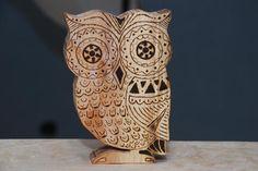Wooden owl decoration Wooden Owl, Workshop, Vase, Decoration, Home Decor, Homemade Home Decor, Atelier, Decorating, Flower Vases