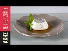 Panna cotta by Greek chef Akis Petretzikis. Make this quick and easy recipe for one of the most loved, refreshing, light but rich, full tasting Italian dessert! Cold Desserts, Italian Desserts, Easy Meals For One, Quick Easy Meals, Cooking Torch, Greek Sweets, Online Cookbook, Processed Sugar, Raw Food Recipes