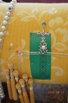 Bobbin Lacemaking, Lace Jewelry, Lace Making, Crochet Slippers, Yarn Crafts, Fiber Art, Weaving, Arts And Crafts, Embroidery