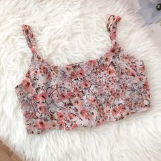 Brandy Melville floral crop top Flowy chiffon crop top perfect for summer! Airy and comfortable. Scalloped edges. Never worn!! Brandy Melville Tops Crop Tops