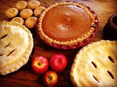 Best Heavy Cream Pie Crust For one single-crust pie. Mix together: 1 1/2 cups of all purpose flour 1/2 teaspoon of salt 2 teaspoons of granulated sugar 1/2 cup of butter.  Mix with a pastry cutter until the butter is well combined. Then add 1/2 teaspoon of vanilla extract  4 to 5 tablespoons of heavy cream.  Mix just until combined. The dough should be sticky, if not just add more cream.  Great for pies and other pastries!!