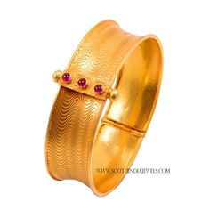 Joy alukkas Gold Bangles Designs With Price ~ South India Jewels Gold Jewelry Simple, Simple Necklace, Gold Necklace, Gold Bangles Design, Gold Jewellery Design, Bangle Set, Indian Jewelry, South India, Antique Jewelry