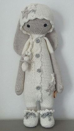 Made by Petra Z. Site is not in English and no pattern, but, does have a Raverly logo on the site. So many adorable Lalys! Lalylala is gegroeid This may be the next one I crochet. For color choices Crochet Amigurumi, Crochet Bear, Love Crochet, Amigurumi Patterns, Amigurumi Doll, Crochet For Kids, Crochet Animals, Diy Crochet, Crochet Crafts