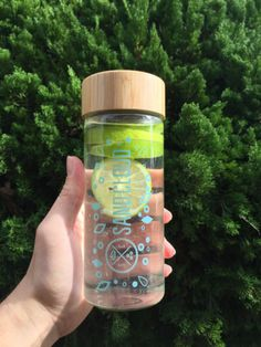 Stay Hydrated this year with our limited edition Sand Cloud Water Bottle in Seafoam! Clear glass design with a wood-grain twist top! 100% BPA Free Limited Edit. Save 25% when you use promo code Joelyn25!
