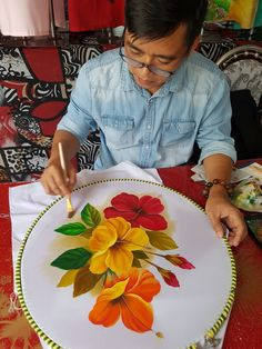 Acrylic Paint On Fabric, Fabric Paint Designs, Hand Painted Fabric, Saree Painting, Dress Painting, Silk Painting, Basic Painting, Floral Embroidery Patterns, Painted Clothes
