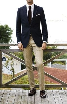 A navy blazer and khaki chinos worn together are a match made in heaven for those dressers who prefer polished looks. Rounding off with a pair of dark brown leather double monks is the most effective way to give an element of class to this getup. Mens Fashion Blog, Fashion Mode, Look Fashion, Fashion Ideas, Mode Masculine, Sharp Dressed Man, Well Dressed Men, Style Blog, Mode Style