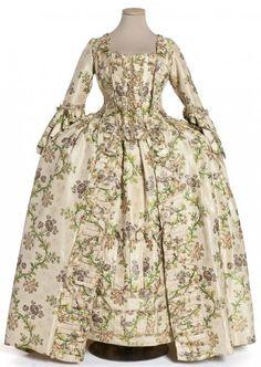 Robe à la française, manteau de robe et jupe, France, vers 1760 Gros de Tours façonné, liseré et broché, galon dit crête mignardise en passementerie de soie