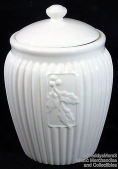 Seattle USA Inspirado Cookie Jar Canister Christmas White Ribbed Holly Stonelite