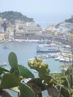 sur de Lacio, Italia, Isla de Ponza, el puerto