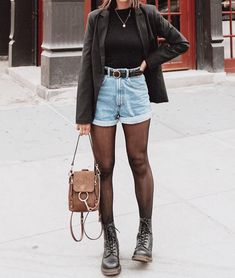 winter outfits jeans Como usar seu short jeans no - winteroutfits Denim Outfits, Outfit Jeans, Mode Outfits, Trendy Outfits, Fashion Outfits, Denim Shorts, Outfits With Tights, Jean Short Outfits, Shorts With Tights