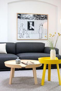 Past helemaal bij wat ik wil voor mijn zithoek, een beetje design, geel, grijs, wit en hout! En een zalige relaxte zetel! #pintratuin