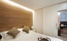 DICA: Colar papel de parede imitando madeira para cabeceira! Apartamento de 35 m² tem ares modernos e cozinha gourmet - Arquitetura - iG