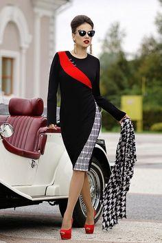 Платье с декоративными вставками из отделочной ткани