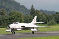 Eine Hawker Hunter im Zeitschriften-Stil. Das ist auch Kunst Freunde! Jet, Aircraft, Vehicles, Magazines, Boyfriends, Kunst, Aviation, Plane, Airplanes