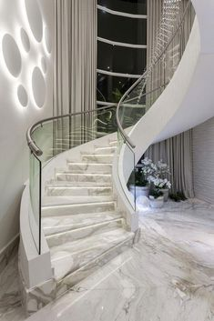 marble stairs 😍 - Haus of Glamour Staircase Design Modern, Staircase Railing Design, Luxury Staircase, Home Stairs Design, Modern Stairs, Home Room Design, Dream Home Design, Modern House Design, Stair Design