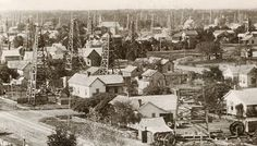 By the end of 1898 there are almost 300 producing wells in the Corsicana. In 1923 a second, even larger oil oilfield brought renewed prosperity.
