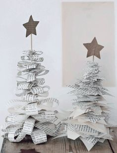 DIY: xmas decoration by kristine DIY: Christmas decoration by Kristine Noel Christmas, Diy Christmas Ornaments, All Things Christmas, Winter Christmas, Origami Christmas, French Christmas, Christmas Paper, Christmas Projects, Holiday Crafts