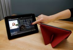 Amazon Kindle Fire HDX review - In the fleeting moments I had with Amazon's new Kindle Fire tablet, I noticed one major thing: It lost a lot of weight. The engineers at Amazon managed to slim down their flagship tablet in every dimension. (Also see: Refreshed Amazon Kindle Fire HD tablet unveiled at lower price) The new Kindle Fire HDX is lighter by 23 percent for the smaller model and 34...
