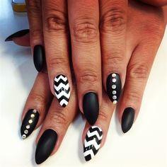 black & white - Nail Art Gallery