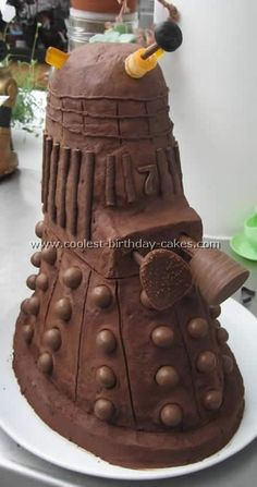 Dr Who Cake Photo from coolest-birthday-cakes.com  (step by step instructions on making your own Dr. Who birthday cakes)