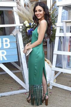 Gorgeous in green 💚 – Volatile Victoria Justice Victoria Justice, Long Bob Hairstyles, Preppy Outfits, Models, Celebs, Celebrities, Green Hair, Palm Springs, Beautiful Women